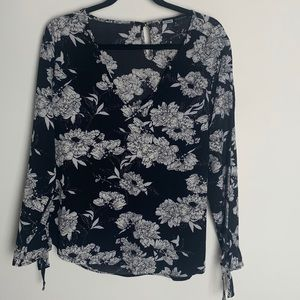 Black and White Floral Long Sleeves Blouse
